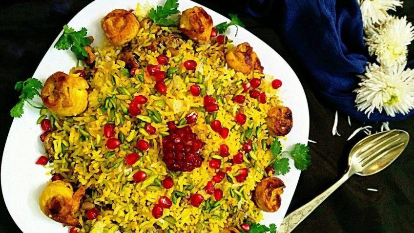 یلدا انار پلو سینه مرغ پیاز زردچوبه برنج گشنیز خلال پسته دانه انار زعفران