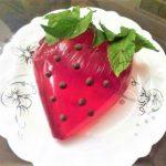ژله توت فرنگی ایران سرزمین غذا غذالند