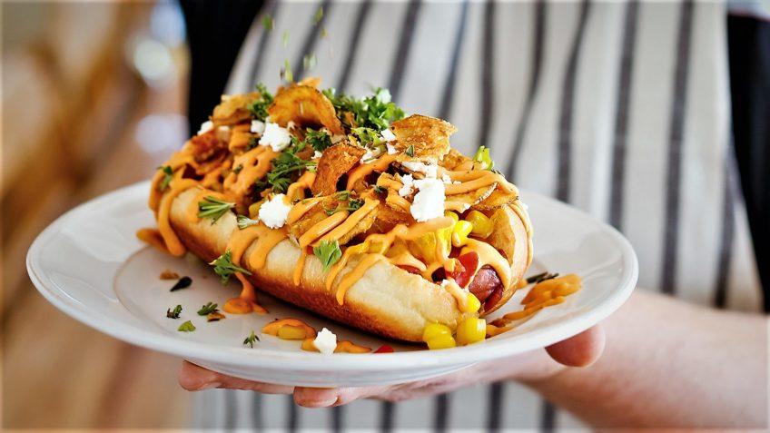 ساندویچ هات داگ با پنیر آلمان سرزمین غذا غذالند