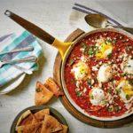 تخم مرغ در سس گوجه فرنگی ایران غذالند سرزمین غذا
