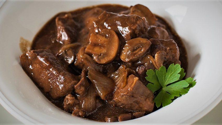 خورش قارچ و گوشت ایران غذالند سرزمین غذا