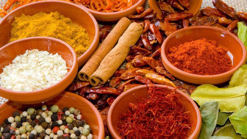آشنایی با خواص هفت ادویه که در غذا ها کاربرد زیادی دارند