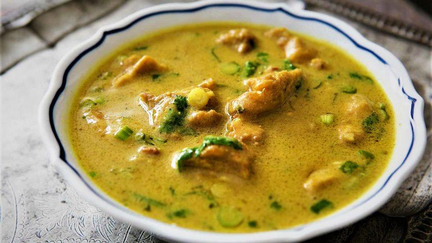 سوپ کاری مرغ و نارگیل
