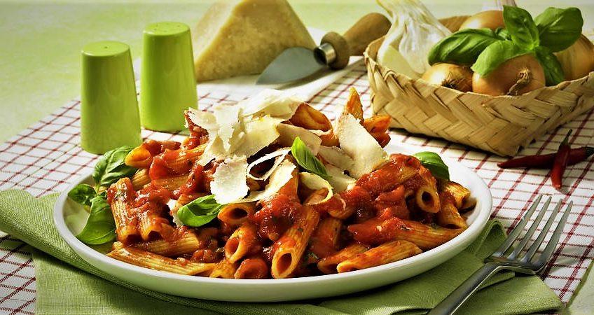 پاستا پنه با سس آرابیاتا ایتالیا غذالند سرزمین غذا