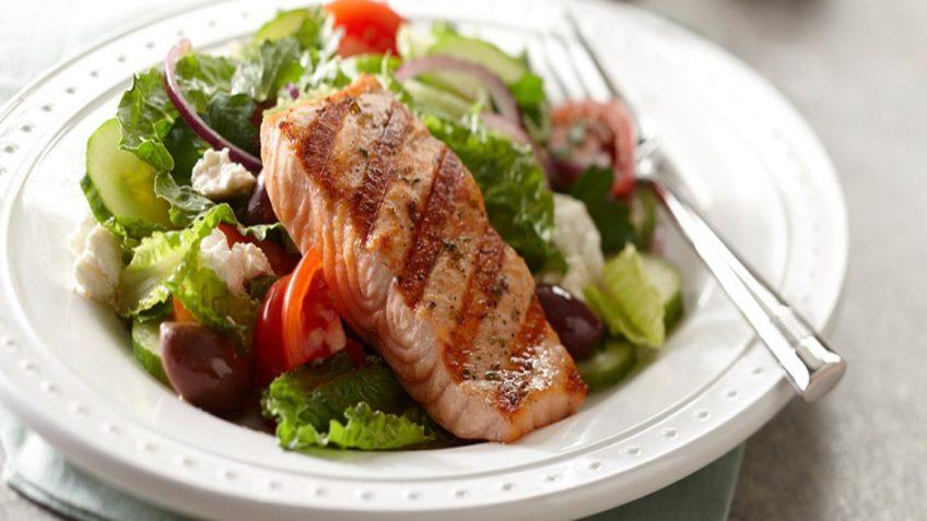 سالمون و سالاد یونانی - آشپزی بین المللی - غذالند