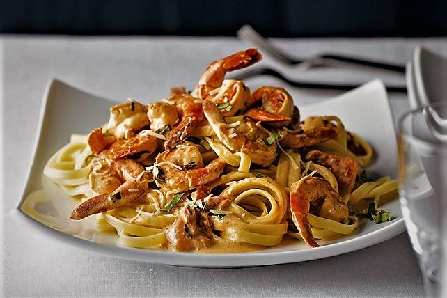 فتوچینی با میگو ایتالیا غذالند سرزمین غذا