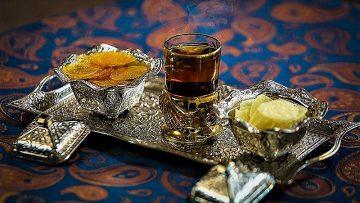 آبنبات پولکی زعفرانی اصفهان غذالند سرزمین غذا