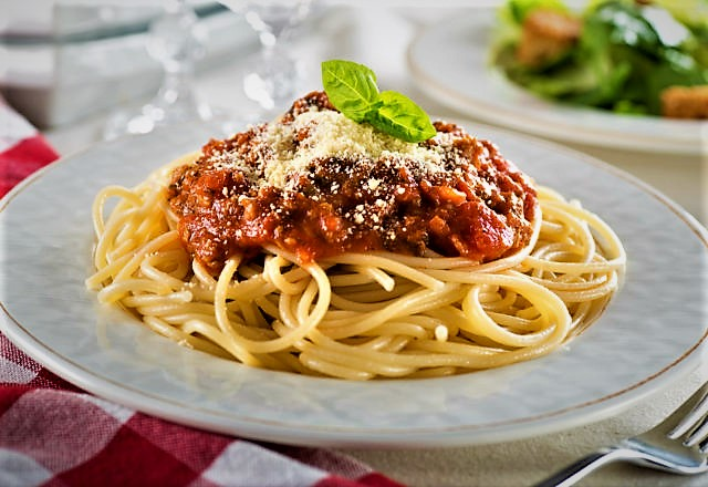 پاستا با سس بلونز ایتالیا غذالند سرزمین غذا