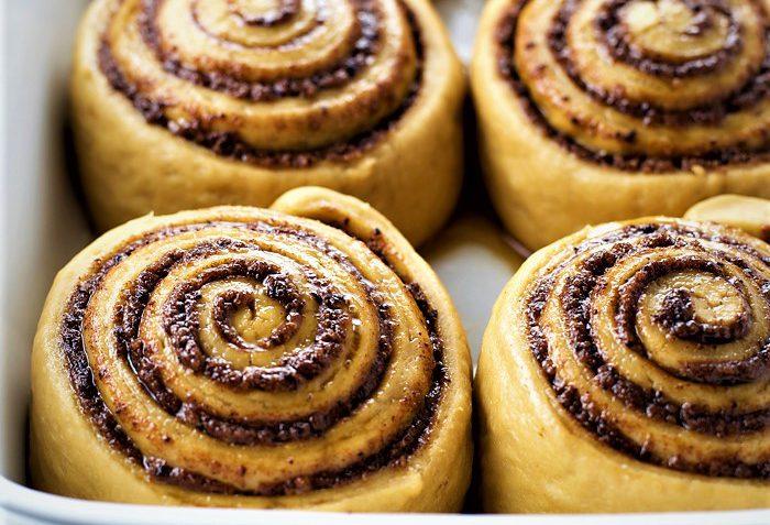 نان رول دارچینی اروپا غذالند سرزمین غذا