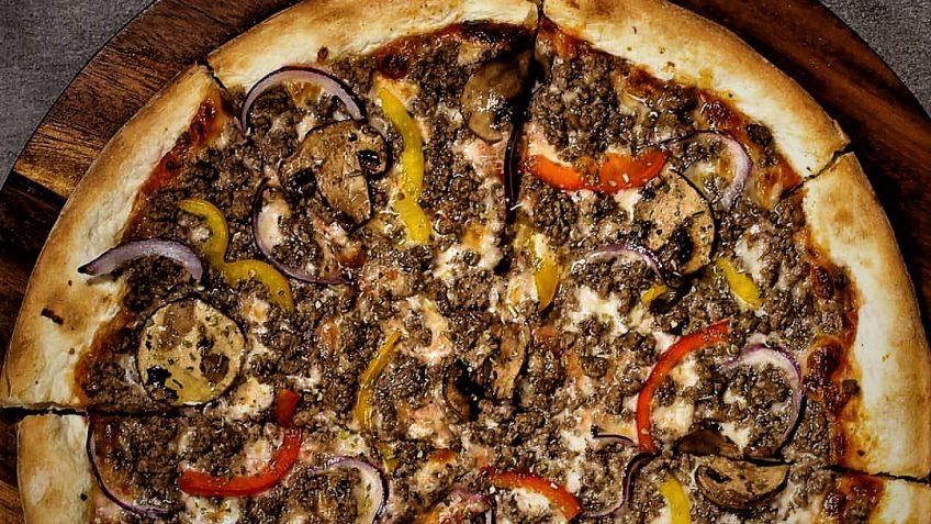 پیتزا قارچ و گوشت ایتالیا ایران غذالند سرزمین غذا