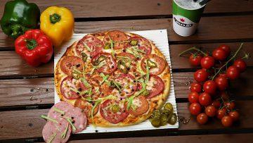 پیتزا با سس فرانکفورتر اروپا غذالند سرزمین غذا