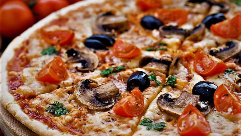 پیتزا گوشت و زیتون ایتالیا غذالند سرزمین غذا