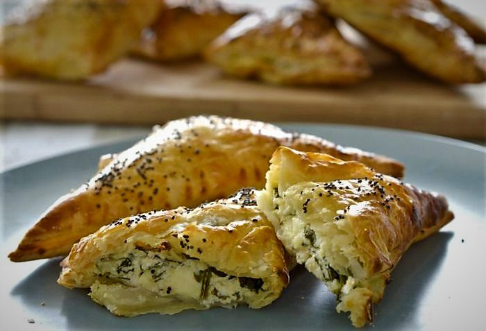 رول پنیری و کنجد ترکیه غذالند سرزمین غذا