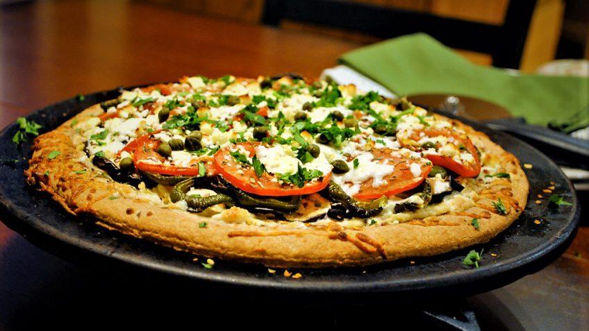 پیتزا بادمجان و سیر امریکا غذالند سرزمین غذا