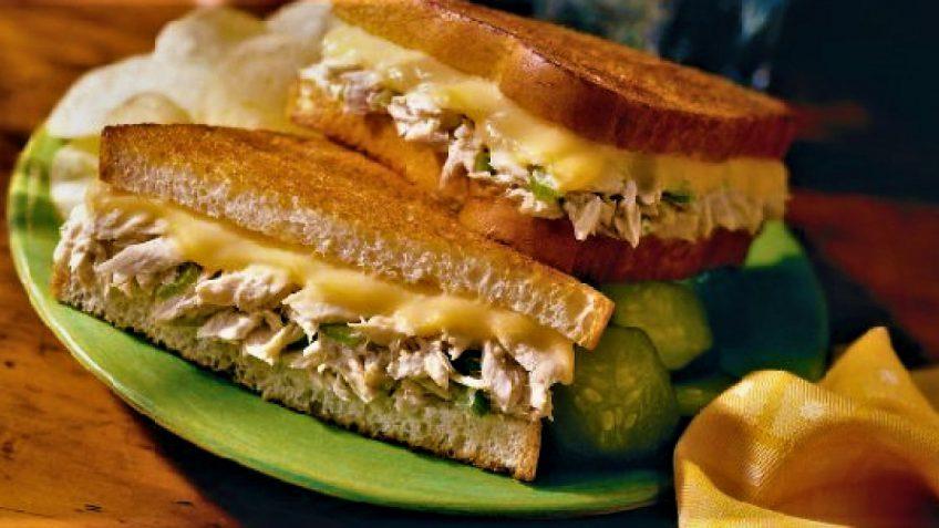 ساندویچ تن با پنیر و ترخون امریکا غذالند سرزمین غذا