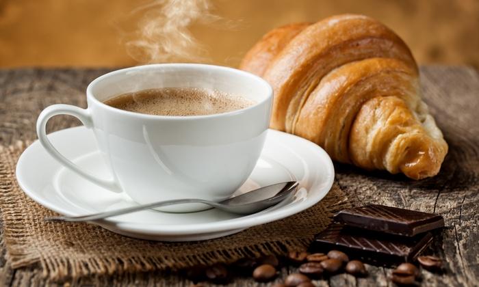 قهوه و شیرینی صبحانه برای خوراکی سالم صبحانه